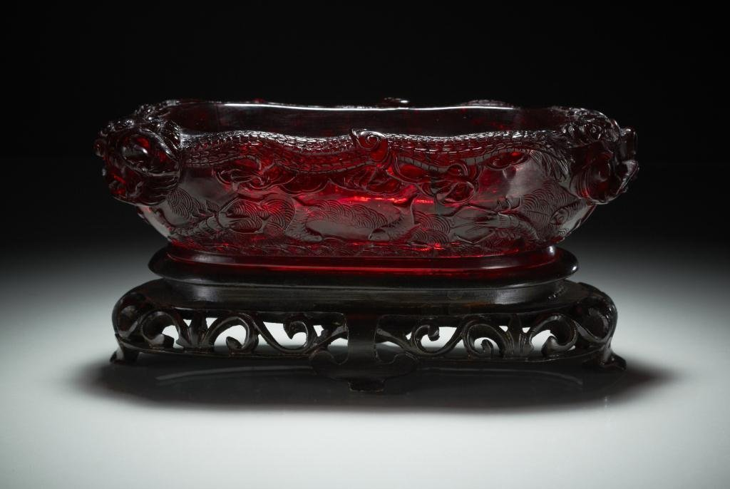 1022: FINE CHINESE CARVED AMBER BRUSH WASHER
