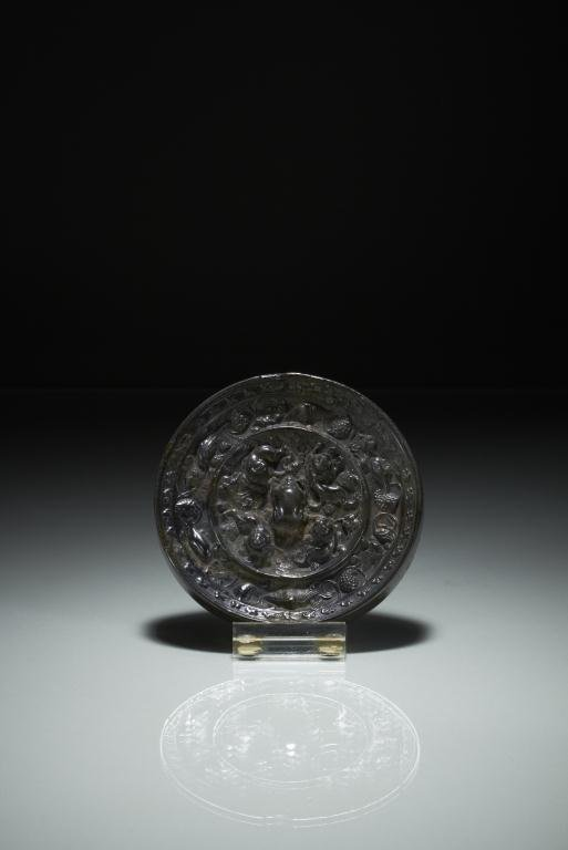 1024: CHINESE TANG DYNASTY BRONZE HAND MIRROR