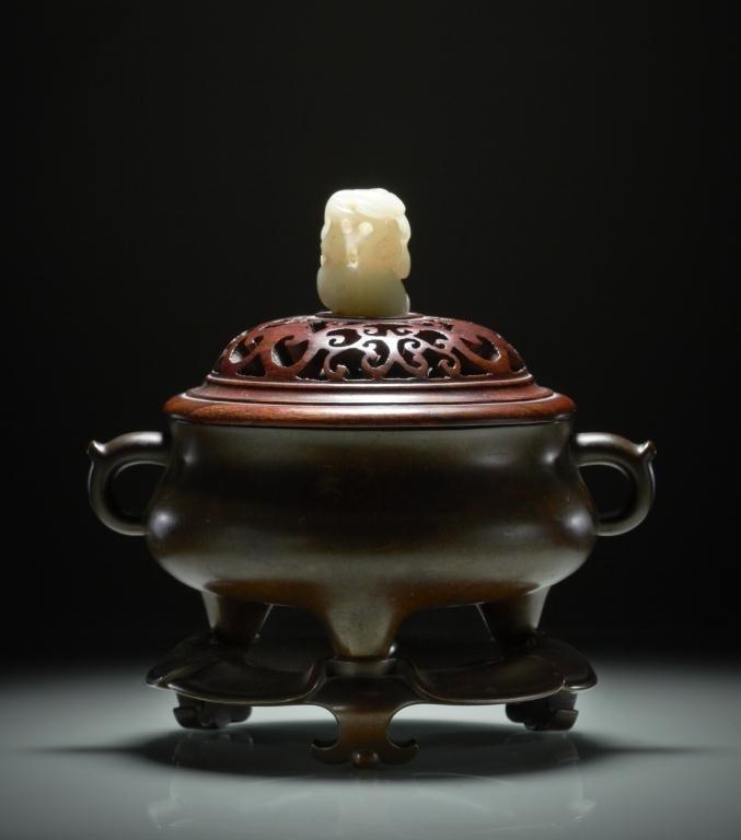 1043: CHINESE 17TH CENTURY BRONZE CENSER & STAND