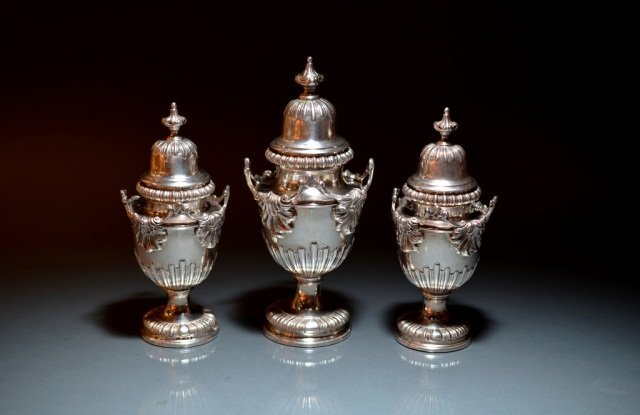15: THREE GRADUATED COVERED SILVER CADDIES