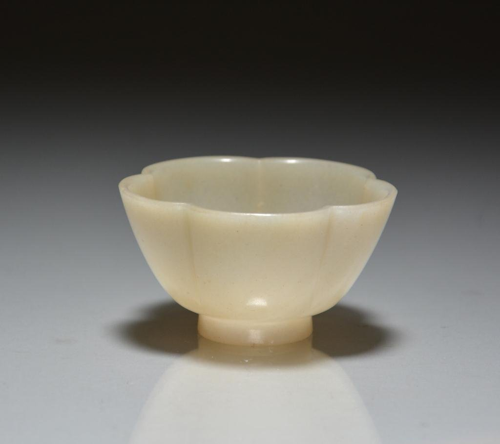 CHINESE CARVED LIGHT CELADON JADE LOBED WINE CUP