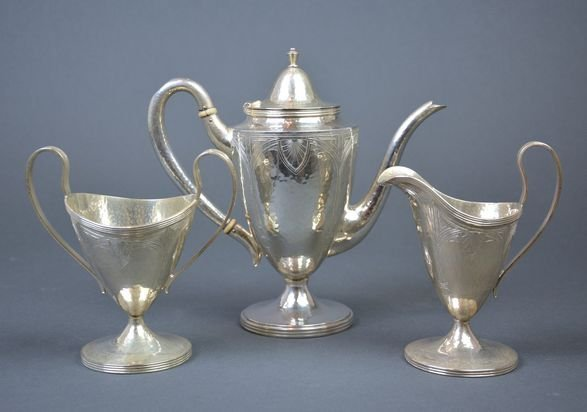 Silver hand hammered tea set, 553 g.