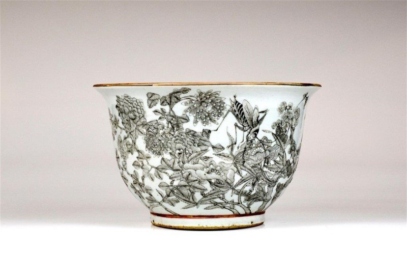 CHINESE GRISAILLE DECORATED JARDINIERE
