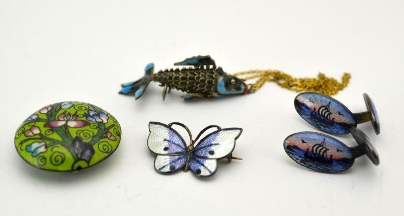LOT OF ENAMEL AND CLOISONNE JEWELLERY