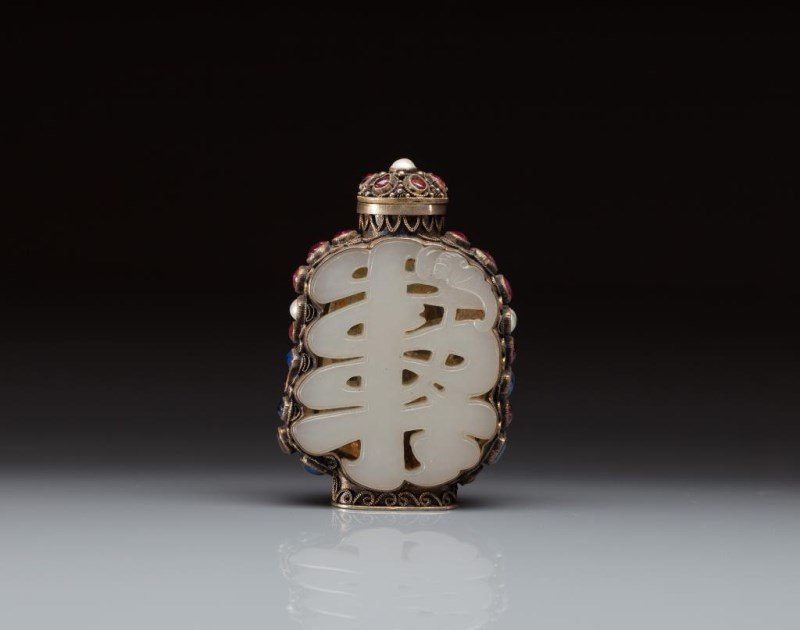 FINE MUGHAL SNUFF BOTTLE WITH JADE PLAQUES