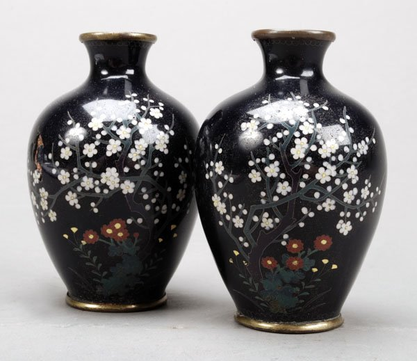 723: A pair of Japanese silver-wire cloisonne enamelvas