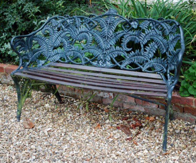 7: A painted cast iron Coalbrookdale fern and blackbe