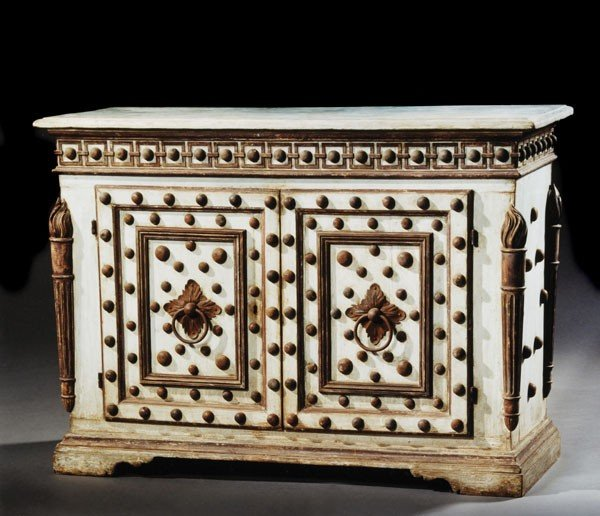 22: A pair of painted commodes, in early 19th century