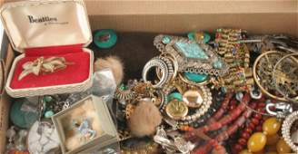 270: A large collection of costume jewellery items, inc