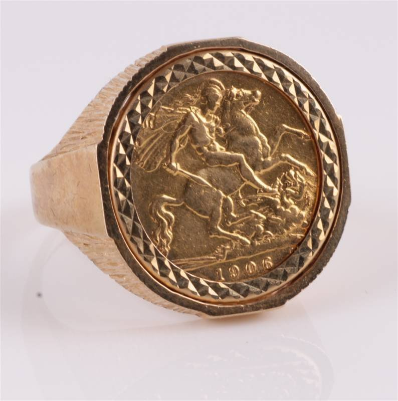 A 1906 sovereign, in a 9 carat gold ring mount, fi