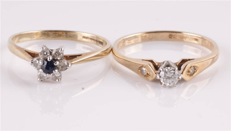 A single stone 9 carat gold ring, Birmingham 2006