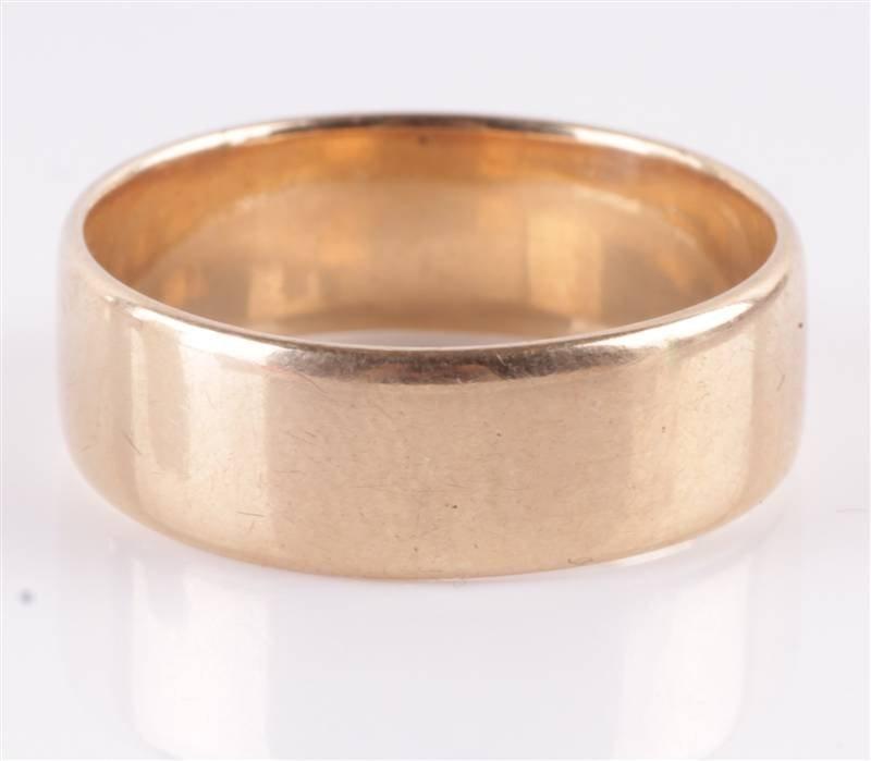An Austrian gold wedding ring, 18 carat gold stand