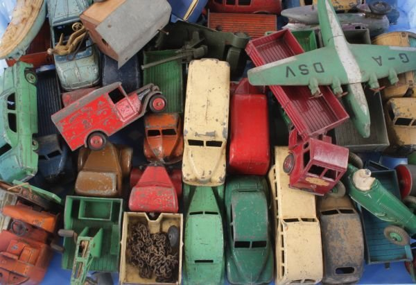 Thirty-two assorted Dinky models, circa 1950s,  in