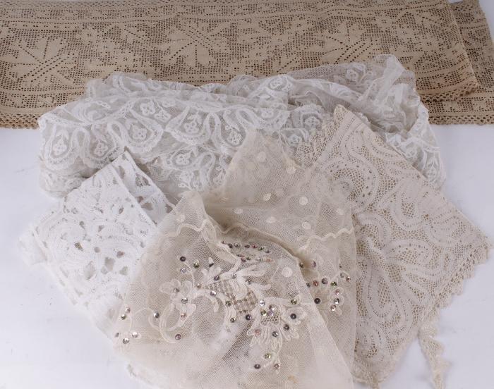 A flounce of Brussels lace,  280cm x 18cm; a borde