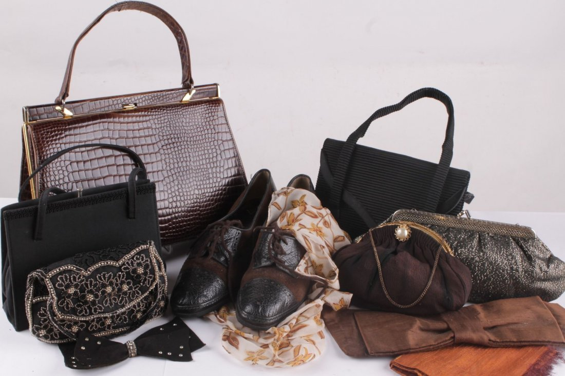 A quantity of ladies accessories to include day and