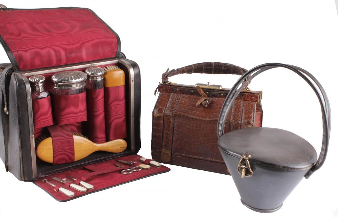 An Edwardian travelling fitted vanity case