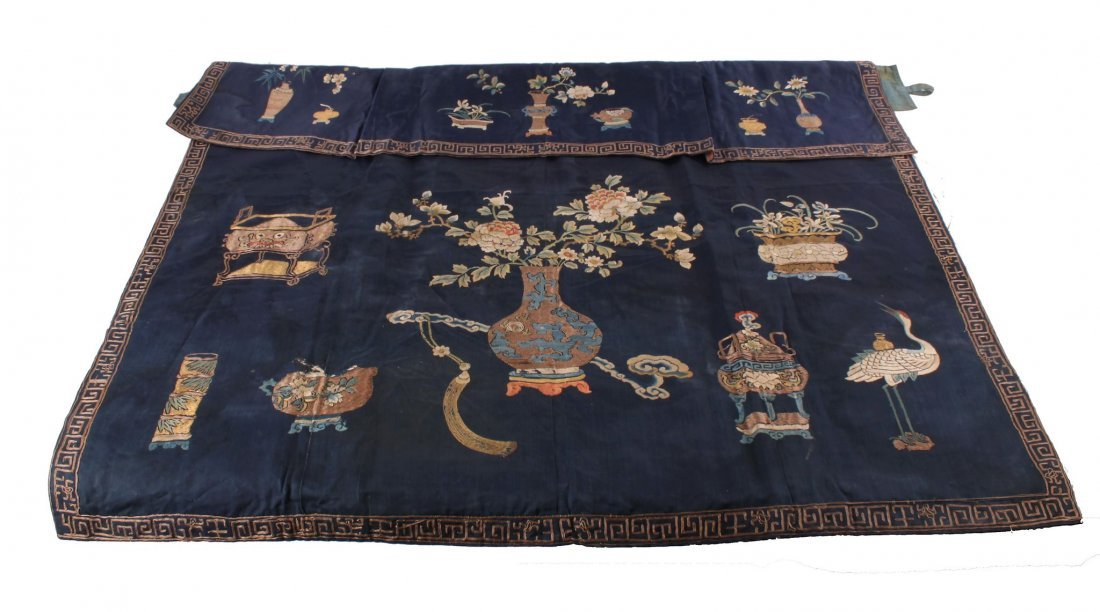 A Chinese embroidered portiere pelmet, size 78 x 97 cm