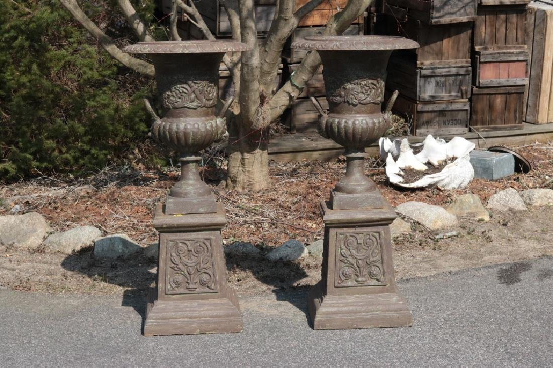 Cast iron garden urn on pedestal - 2