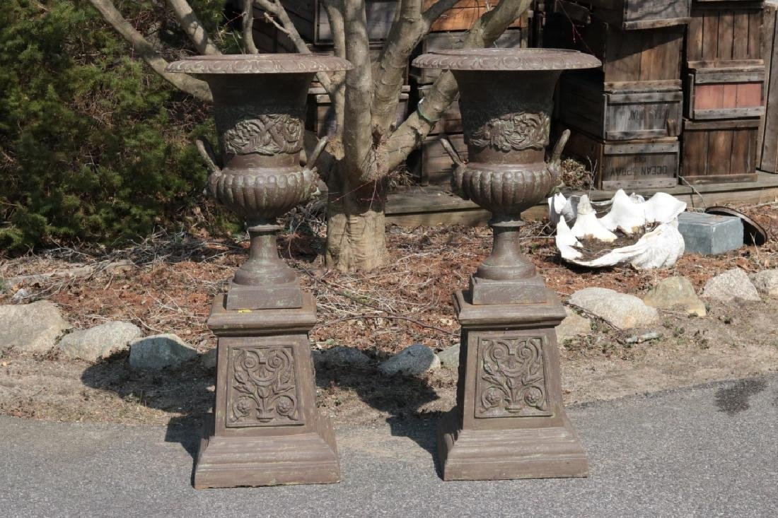 Cast iron garden urn on pedestal - 3
