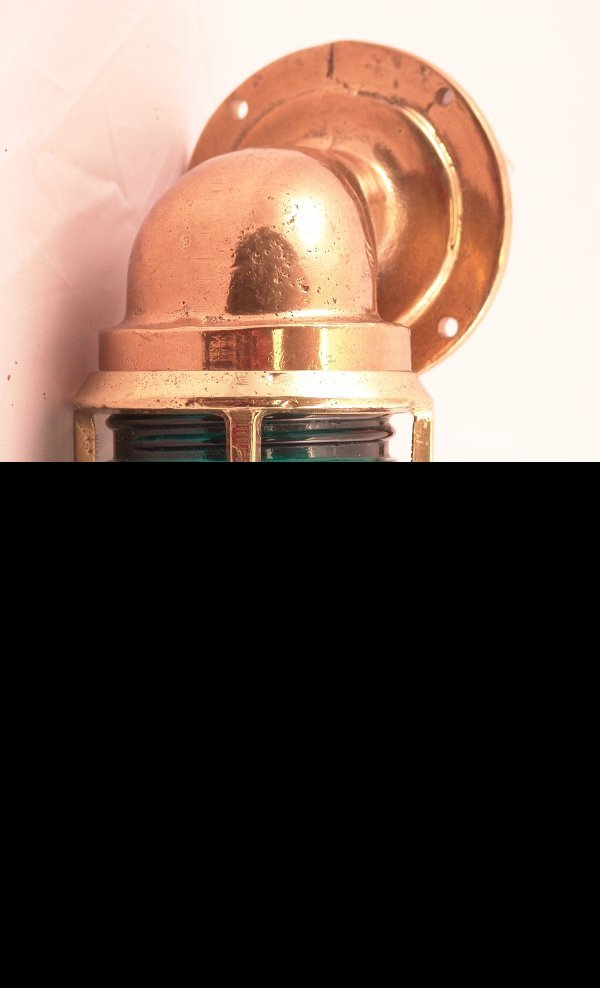 1018: Ship's passageway lamp.