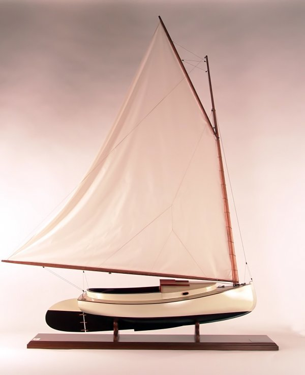 "1160: Scale model of the cat boat ""Moonlight""."