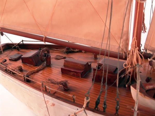1185: Antique schooner yacht model. - 2