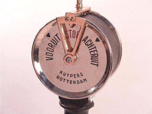 1093: Dutch engine order telegraph.