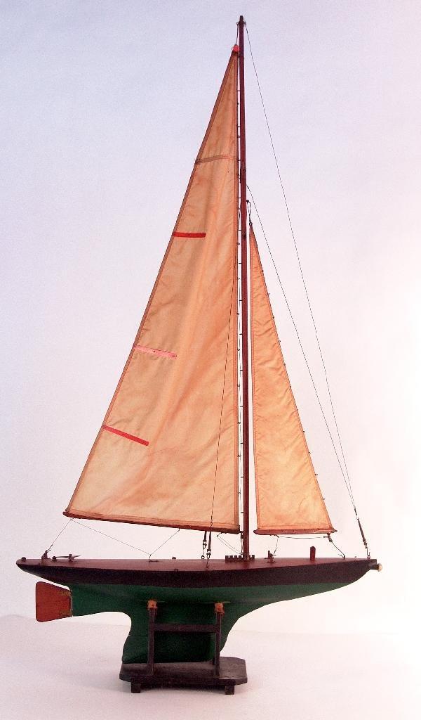 1096: 1930's pond boat