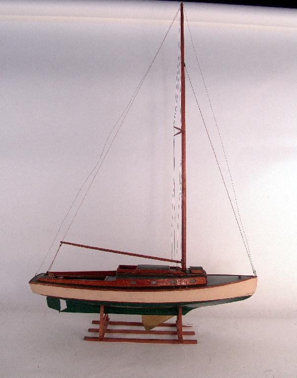 1114: Planked model of a cruising yacht.