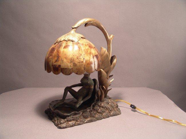 1023: Bronze frog lamp