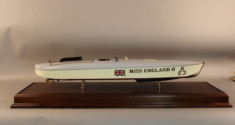 1098: Model of speedboat Miss England II