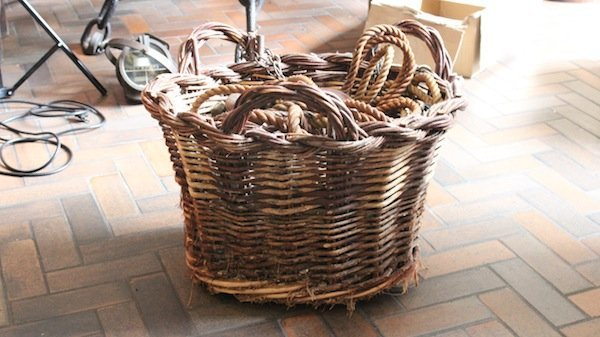 Basket with rope and ship's pulley's
