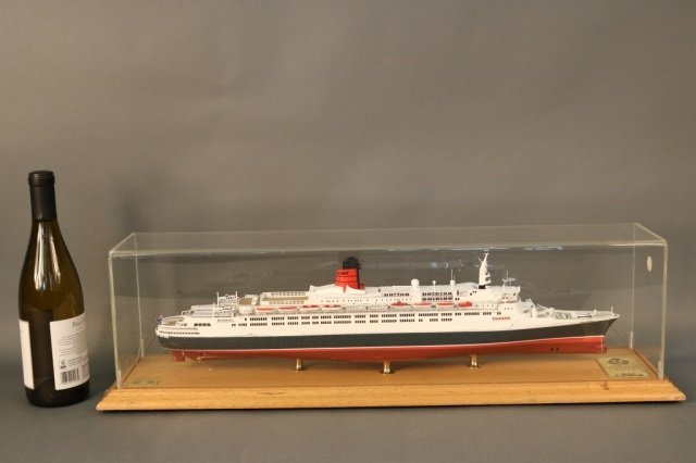 Cased Ship Model of Ocean Liner QE2 - 3