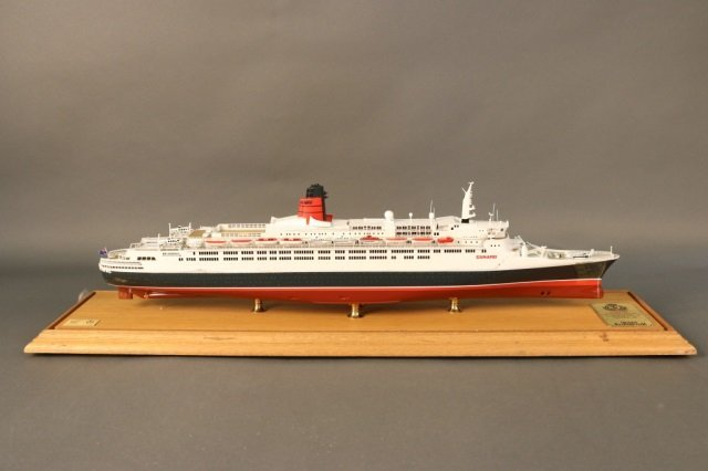 Cased Ship Model of Ocean Liner QE2 - 5