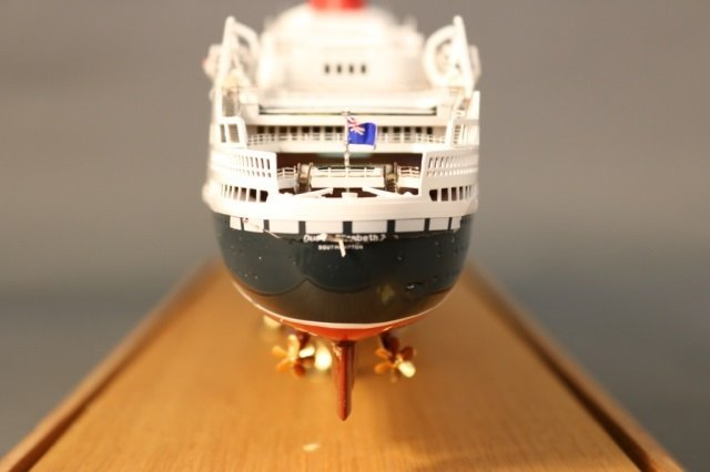 Cased Ship Model of Ocean Liner QE2 - 6