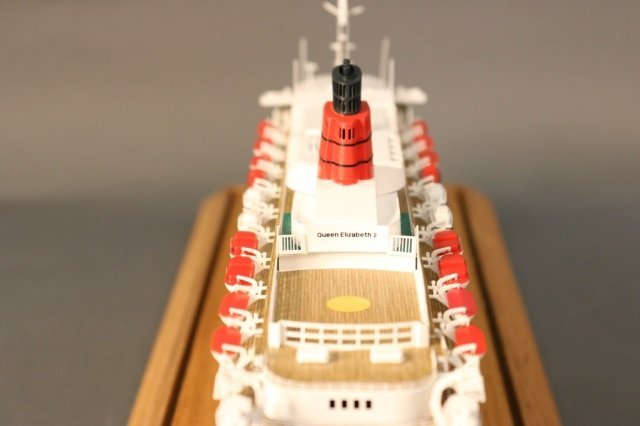 Cased Ship Model of Ocean Liner QE2 - 7