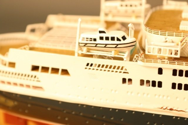 Cased Ship Model of Ocean Liner QE2 - 9