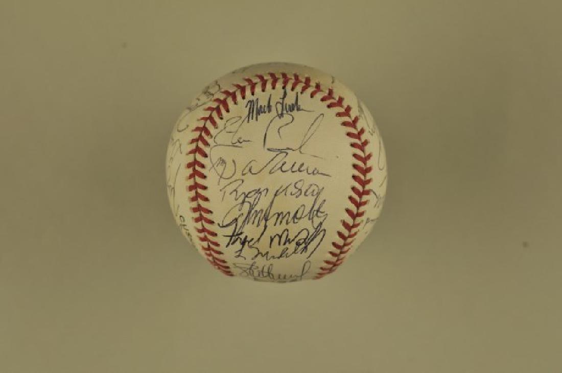 Signed 1993 Atlanta Braves Team Baseball - 6