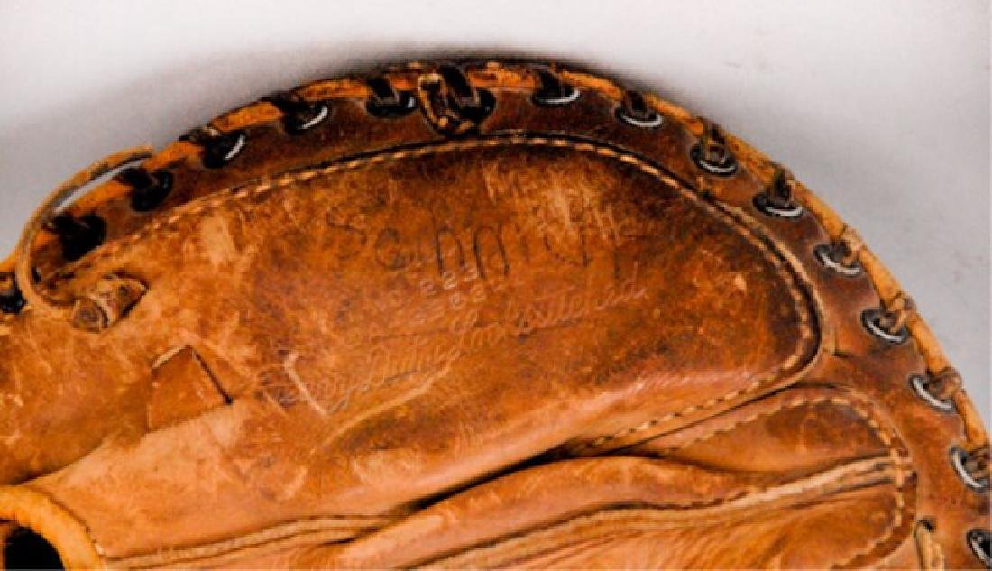 20 Vintage Baseball Gloves - 4