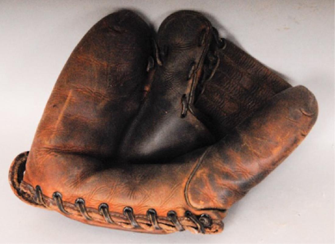 20 Vintage Baseball Gloves - 6