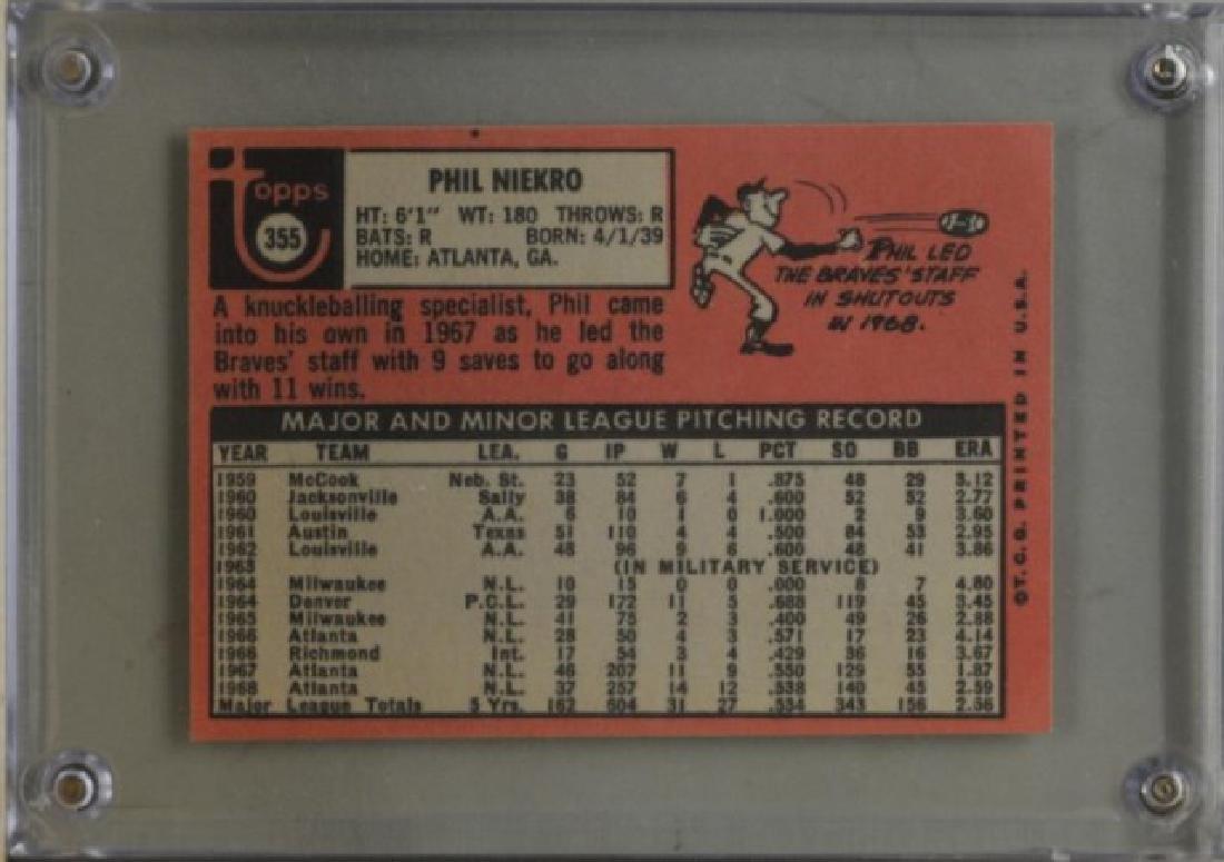 1969 Phil Niekro Topps #355 Baseball Card - 2