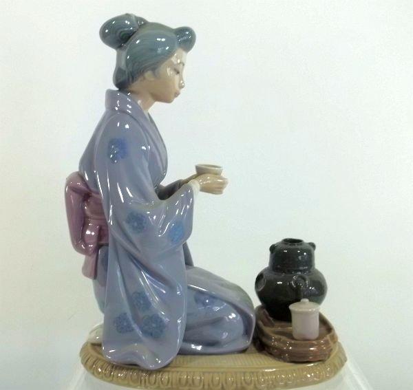 "10: Lladro  ""Japanese Girl Serving Tea"" Figurine - 2"