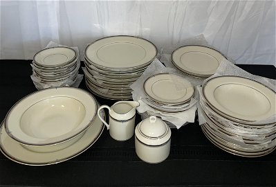 Oscar De La Renta Dish Set, Service for 12