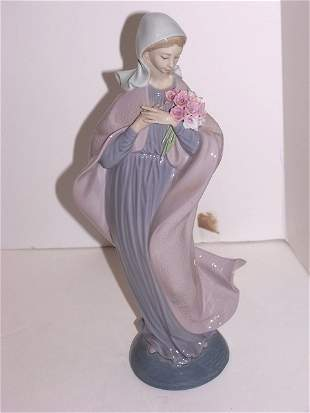 Lladro Figurine OUR LADY with Flowers #5171