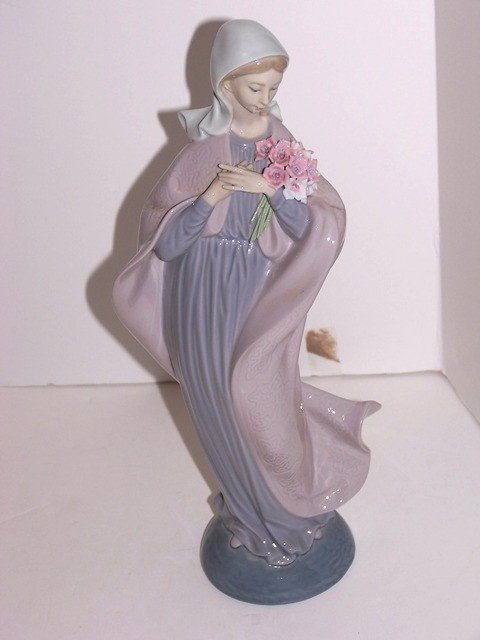 7: Lladro Figurine OUR LADY with Flowers #5171