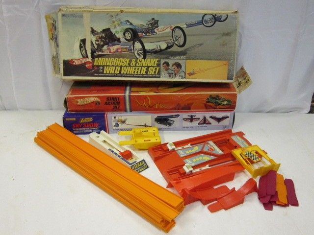 26: Vintage Hot Wheels Mongoose & Snake Track set