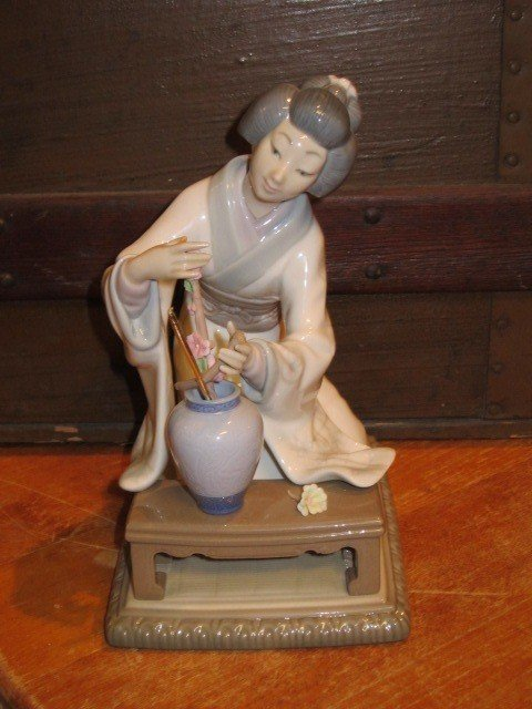 3: Lladro Geisha Women Porcelain Figurine