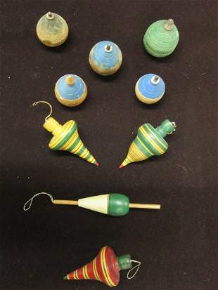 9 Wooden spinning tops