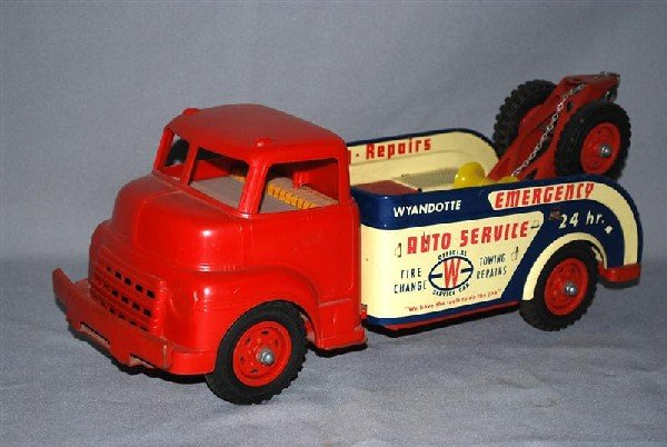 19: Wyandotte Emergency Auto Service Wrecker, tin litho