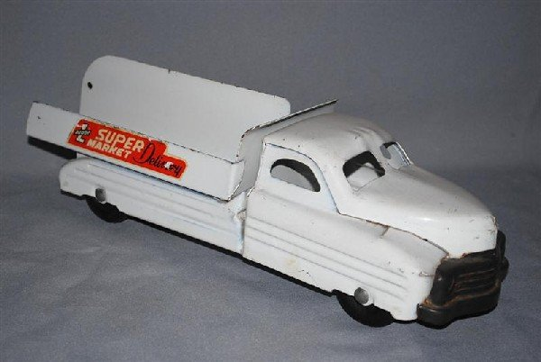 21: Buddy L Super Market Delivery press steel truck, 13